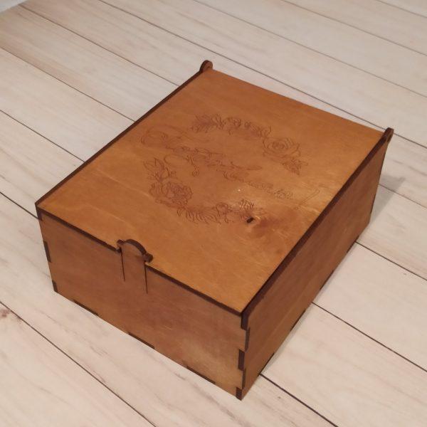 Подарочная коробка большая с гравировкой 2