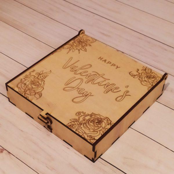 Подарочная коробка с замочком в виде крючка 1