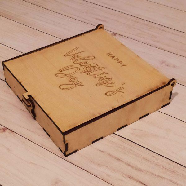 Подарочная коробка с замочком в виде крючка