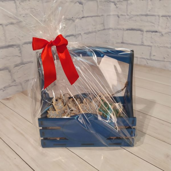 Подарочный набор в синей корзине 1