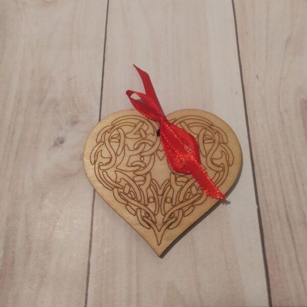 Сувенир из фанеры Сердце 4