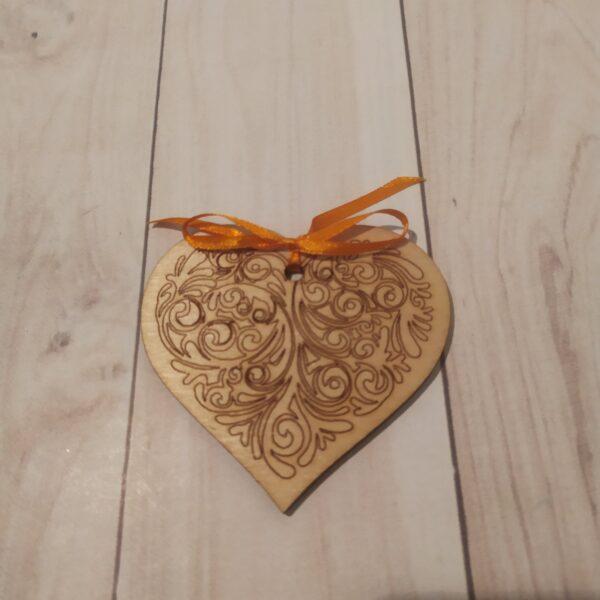 Сувенир из фанеры Сердце 6