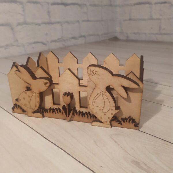 Деревянное кашпо Забор с зайками
