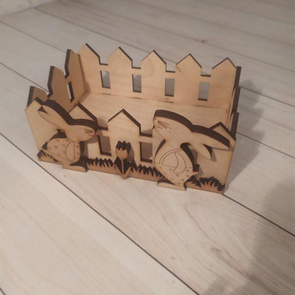 Деревянное кашпо Забор с зайками2