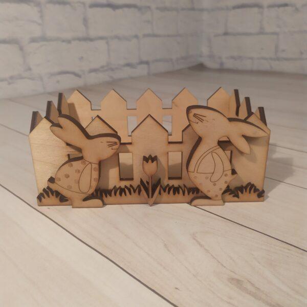 Деревянное кашпо Забор с зайками1